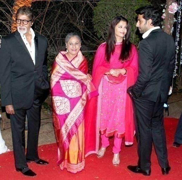 Jaya Bachchan – Light Traditional Look