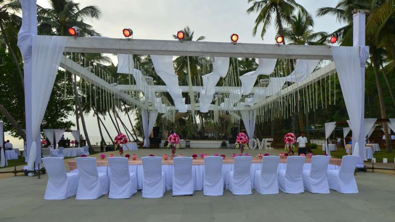 Bay15 dona paula goa banquet hall wedding lawn weddingz overview junglespirit Image collections