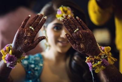 The beautiful bride flaunting her mehendi designs!