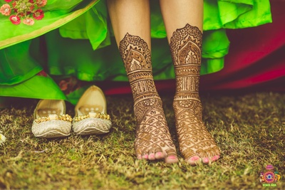 Mehendi designs for the bride's legs photographed by Design Aqua Studio