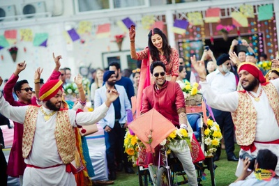 Bride and groom enter on a rickshaw during the ceremony
