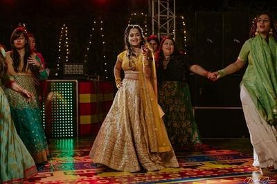 Aakanksha dancing with her bridesmaids at her sangeet