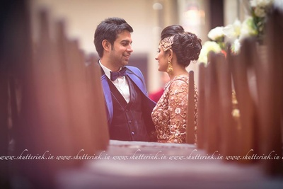 Puffed bridal bun accessorized with a jhoomer, studded with pearls and jadtar stones
