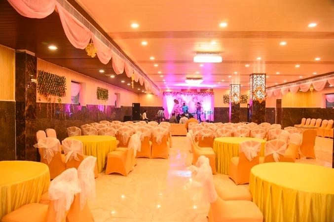 Niralaz Four Seasons Banquet Sarojini Nagar Lucknow - Banquet Hall