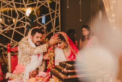 Heena and Niraj performing the wedding rituals.
