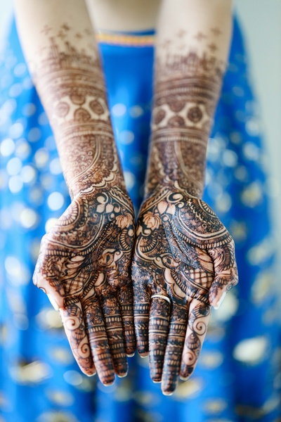 The bride flaunting her mehendi designs.