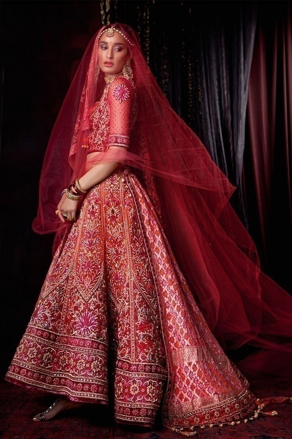 Flawless red bridal lehenga by ace designer Tarun Tahiliani