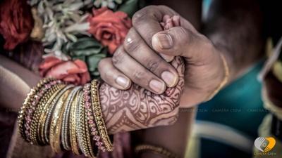 Bangle set to enhance the mehendi designs