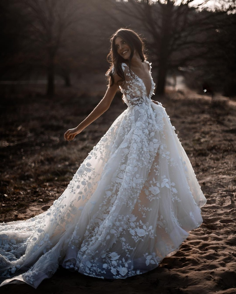 A Line Wedding Gown Vs Mermaid Wedding Gown What To Pick Real Wedding Stories Wedding Blog