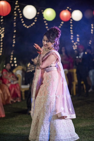 We are drooling over this bride's sizzling dance performance.