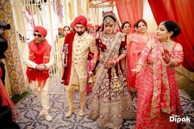Bride and groom enter the gurudwara for their wedding ceremony