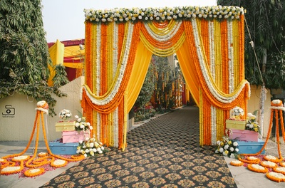 Quirky and cute decor outside the wedding home!