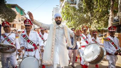 Dulhe raaja making his grand entry!