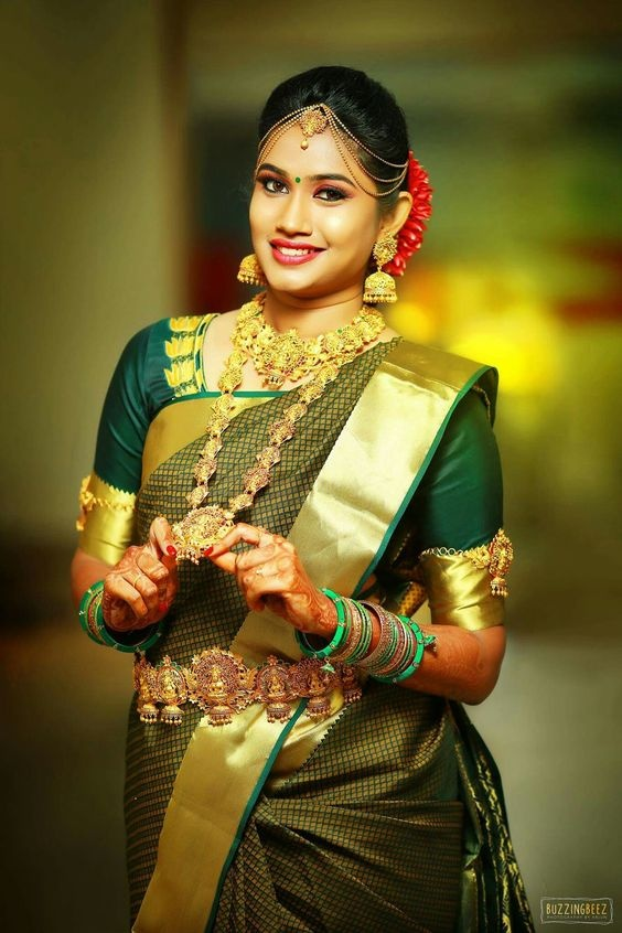 b9ffbe4160 8. Slaying the classic temple jewellery look. Image Source: Buzzing Beez.  This South Indian bride ...