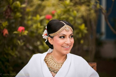 Decked in polki studded wedding jewellery for the beach side wedding ceremony held at Goa Marriott