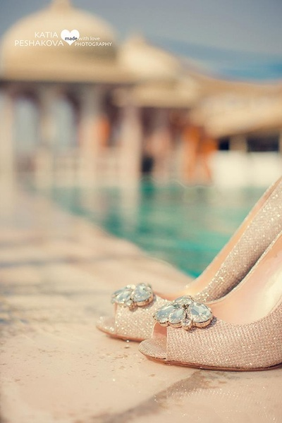 Glittery gold bridal shoes with diamonds embellished on the top for the wedding ceremony.