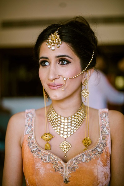Kiran opted for a peach lehenga with silver trimmings and a gold jewellery set