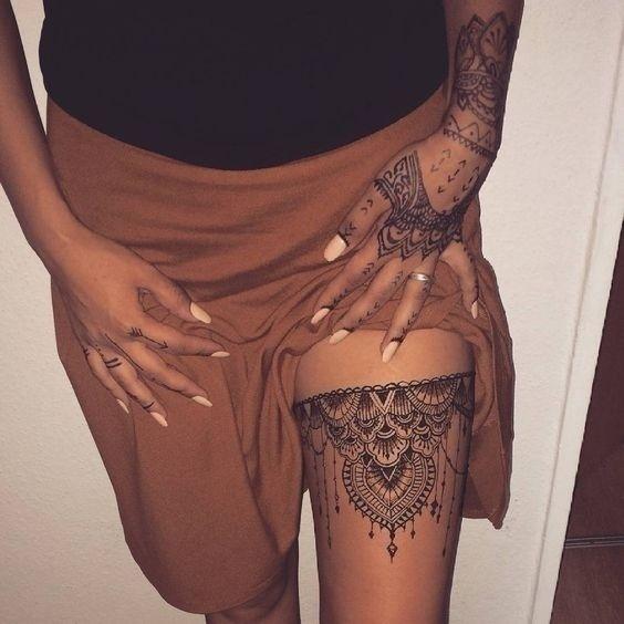 Chic Bridal Mehndi Designs for Thighs