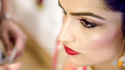 Shimmer eye makeup, finely done eye liner and blush, makes the bride look alluring for her D day