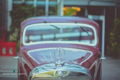 Vintage Mercedes car to escort the groom to the phera mandap for the grand wedding ceremony held at Four Seaons