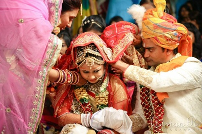 Mangalsutra ritual being performed