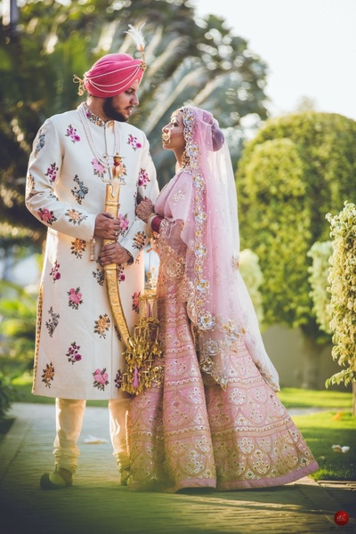 Wedding photoshoot with the bride and the groom in their traditional sikh attire