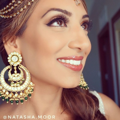 Flawless makeup by Natasha Moor for the mehendi ceremony.