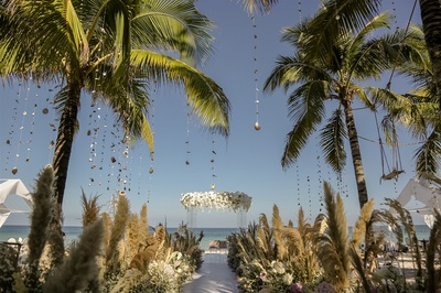 Seashell and floral decor for the beach wedding