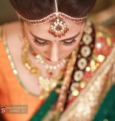 Eyelash and bronze eye-makeup accentuating bridal look