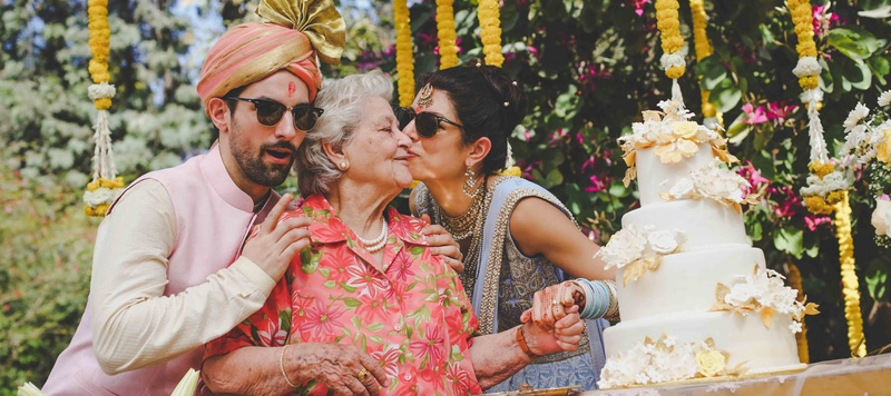 Derek & Natasha Delhi : This bride got married at a private Chattarpur farmhouse and we can't believe how cool it was!