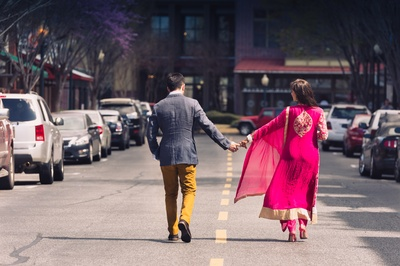 A casual pre-wedding shoot on the roads of the city!