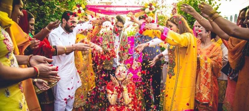 Gurvarinder & Naaz Chandigarh : Traditional Sikh daytime wedding held in Chandigarh  with a Tarun Tahiliani bride