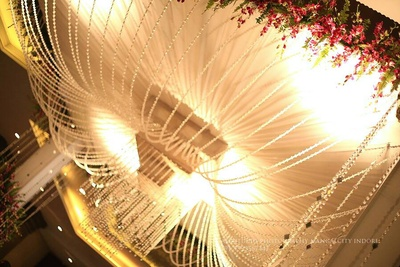 Pearled mushroom style ceiling and ornamented crystal and mirror strings