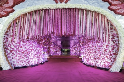 The wedding decor was all about being exotic and this floral entrance did complete justice to the theme.
