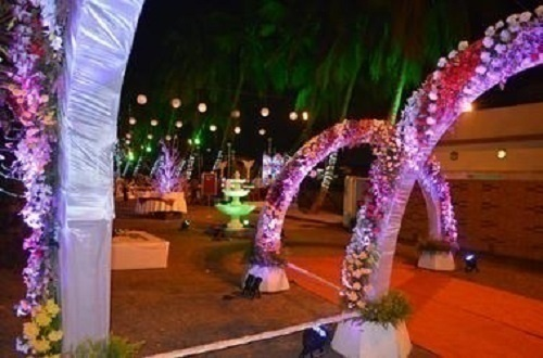 Top 5 wedding decorators in kolkata who can stun you with their jayita mukherjee is a talented wedding decor artist who heads innovent and can breathe life into your wedding decorations popularly hailed as one of the junglespirit Images