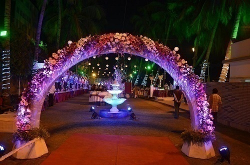 Top 5 wedding decorators in kolkata who can stun you with their jayita mukherjee is a talented wedding decor artist who heads innovent and can breathe life into your wedding decorations popularly hailed as one of the junglespirit Choice Image