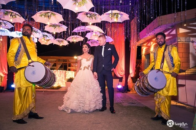 Couple's grand dhol entry to the wedding reception