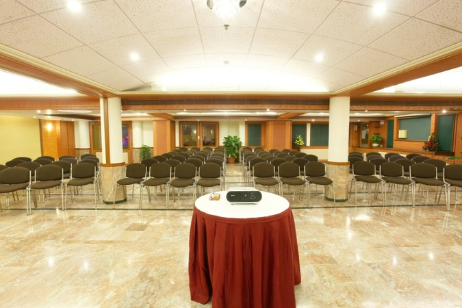 The Emerald Hotel and Service Apartments Juhu Mumbai - Banquet Hall