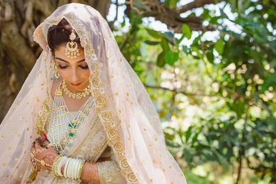Bridal portrait of the pretty bride