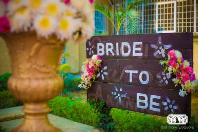 Cute wedding props and signanges