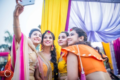 But first, let me take a selfie ! Bride and her friends on mehendi day