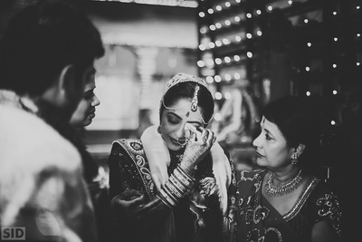 Vidaai ceremony and some candid emotional moments captured beautifully by Siddharth Sharma.