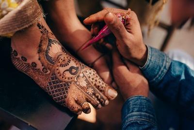 Mehendi design for the bride's feet