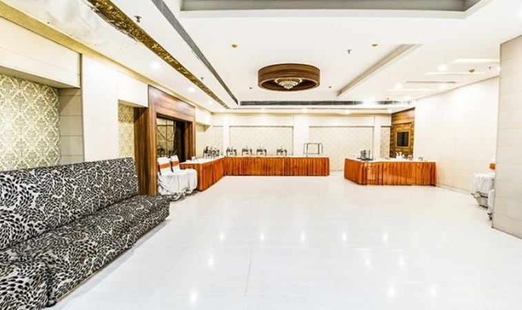 Le Monarque Sector 35 Chandigarh - Banquet Hall