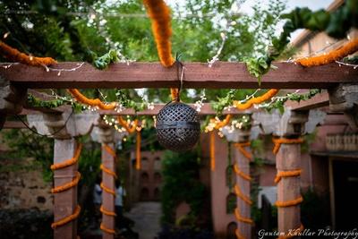Genda phool decorated around the pillars for a beautiful quaint look.
