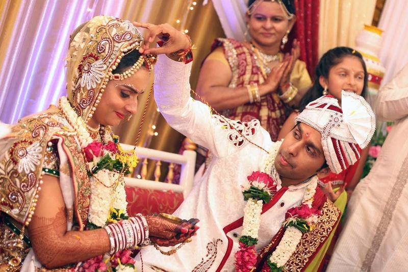 Mehndi Dupatta Decoration : A traditional wedding ornate ethnic and unique weddingz.in