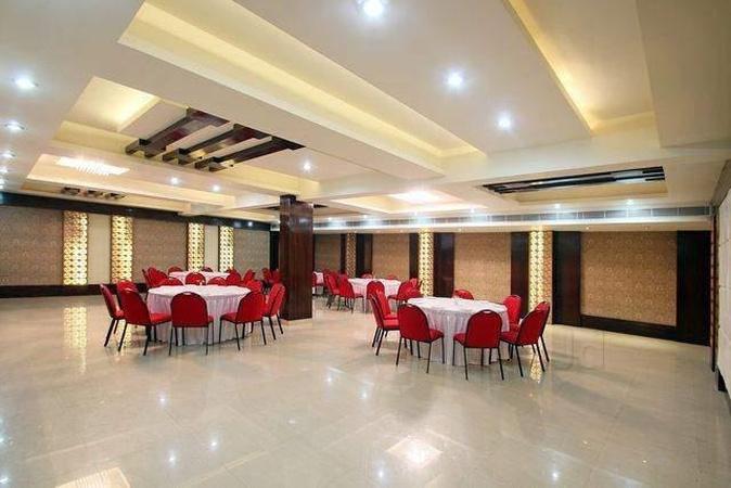 Hotel Cosmos Vrindavan Colony Lucknow - Banquet Hall