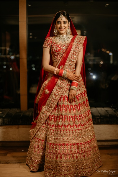 Saakshi chose a red lehenga with golden embroidery work for her wedding.