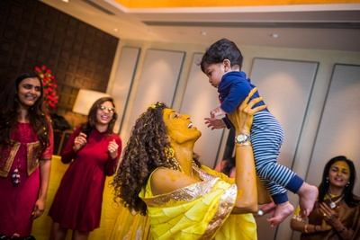 candid bridal photography for the haldi cremony with a cute kid