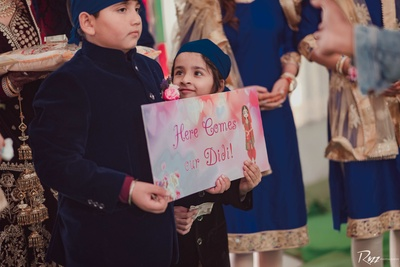 This cute sibling is all set to welcome the bride